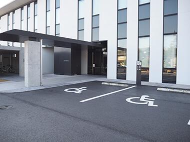 車椅子等専用駐車スペース